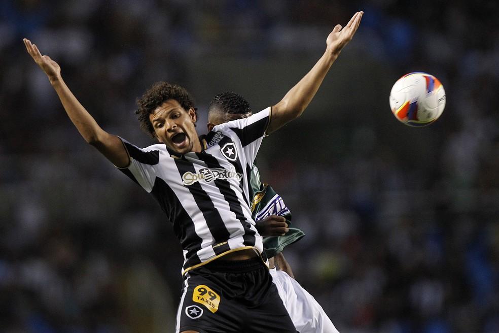 Willian Arão defendeu o Botafogo em 2015 — Foto: Vitor Silva/SSPress