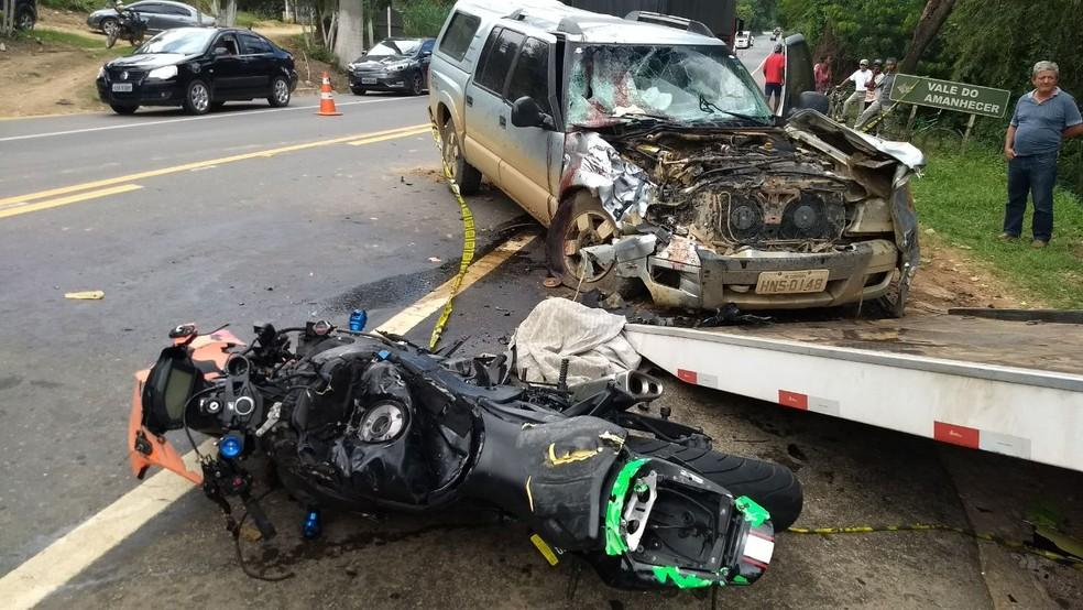 Motociclista morreu ao colidir com caminhonete na BR-116, PRF não divulgou causas do acidente (Foto: Wellington Silveira/InterTV dos Vales)