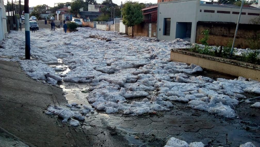 Área central de Itararé amanhece coberta de gelo (Foto: Jacqueline Almeida/Arquivo pessoal)