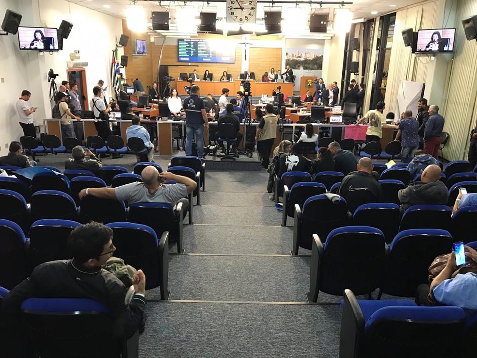 Sessão extraordinária teve início às 13h de quinta-feira (1º) — Foto: Carlos Dias/G1