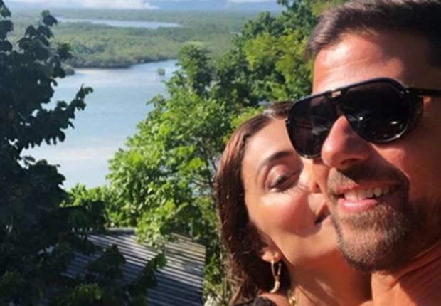 Juliana Paes troca chamego com Carlos Eduardo Baptista (Foto: Reprodução/Instagram)