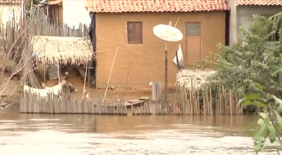 Famílias em Bacabal estão em situação de risco neste período chuvoso (Foto: Reprodução / TV Mirante)