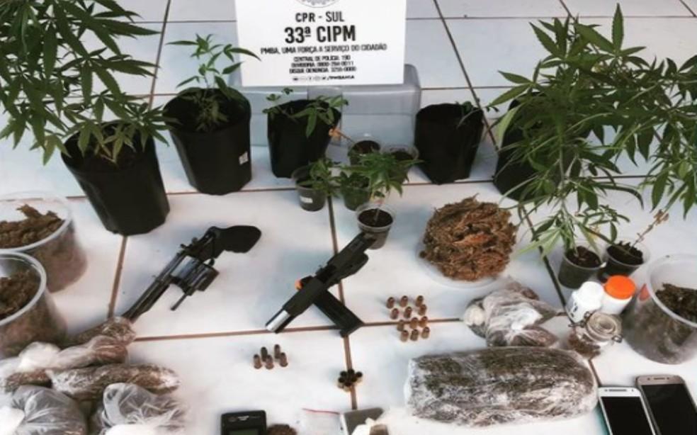 Material apreendido foi apresentado na delegacia de Valença, onde foi preso o casal — Foto: Divulgação/Polícia Militar