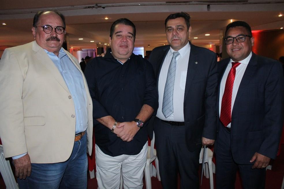 José Vanildo, presidente da FNF, e Gustavo Feijó, vice-presidente do Nordeste na CBF, prestigiaram a posse de Eduardo Rocha e Eliel Tavares (Foto: Canindé Pereira/América FC)