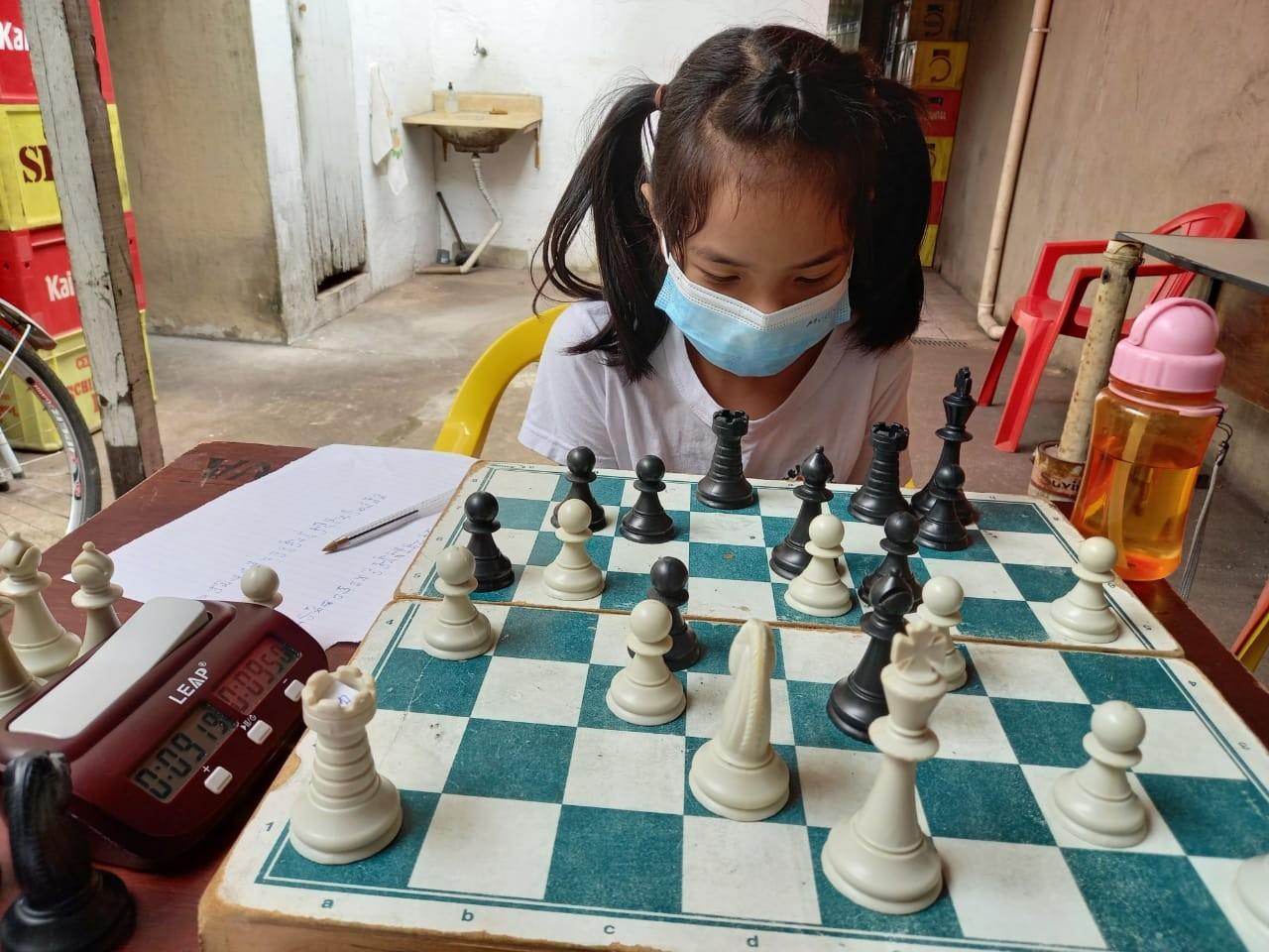 Aos 9 anos, aluna da rede pública já é tricampeã paulista e campeã nacional de xadrez escolar