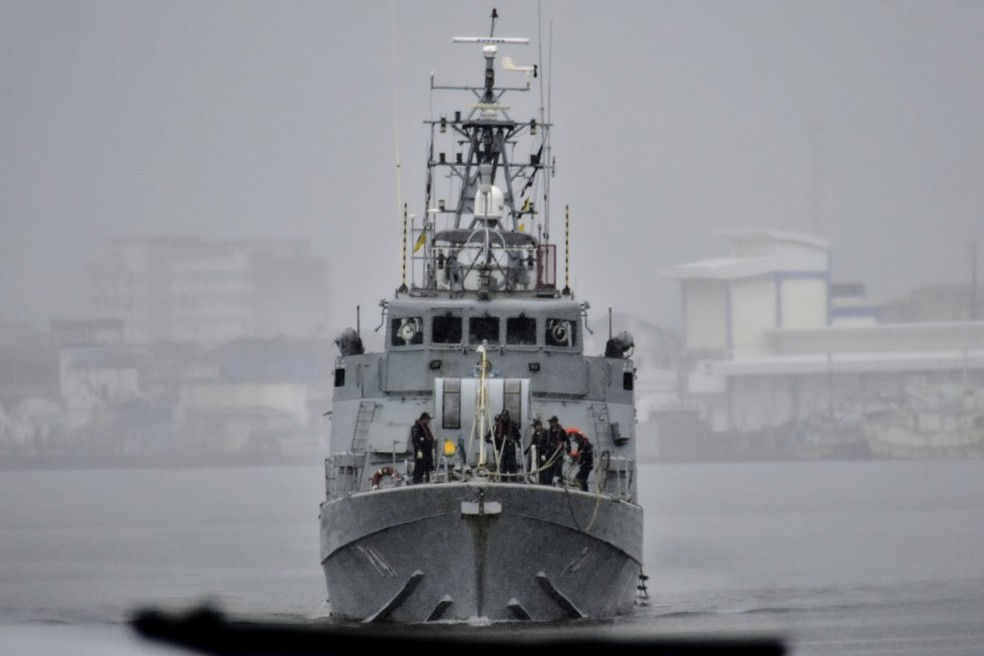 Navio-patrulha Guaíba, que resgatou náufragos, chegou a Natal por volta das 10h desta sexta-feira (14). — Foto: Pedro Vitorino