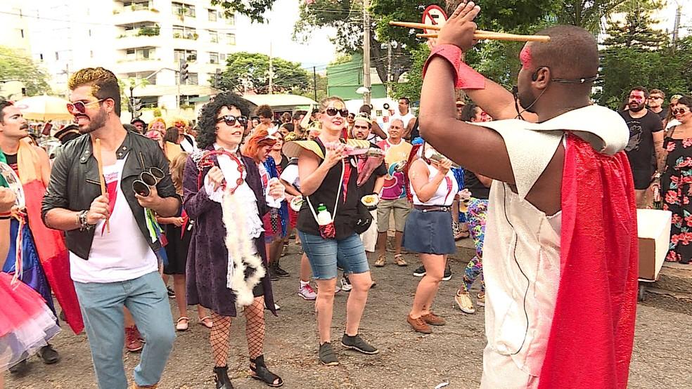 Bloco Ziriggydum Stardust se concentrou no bairro Floresta, em BH. (Foto: Reprodução/TV Globo)
