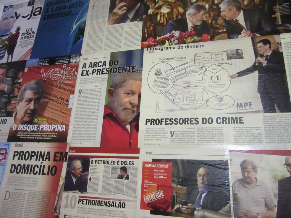 Recortes de revistas sobre a operação que completou três anos em março de 2017 (Foto: Letícia Carvalho/G1 )