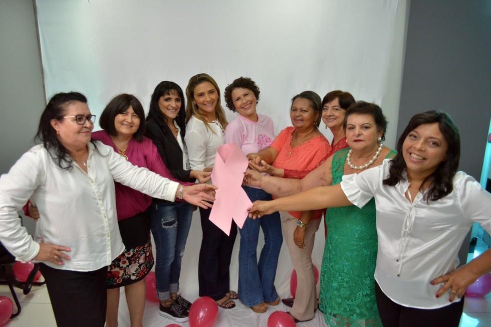 Mulheres com câncer de mama participam de ensaio fotográfico, em Patos, no Sertão da Paraíba — Foto: Codecom/ Divulgação