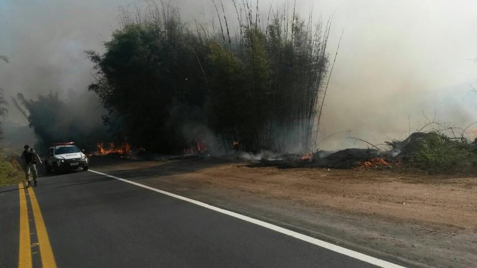 -  Segundo polícia, trânsito ficou fechado por cerca de 2 horas no local  Foto: Jornal de Poço Fundo