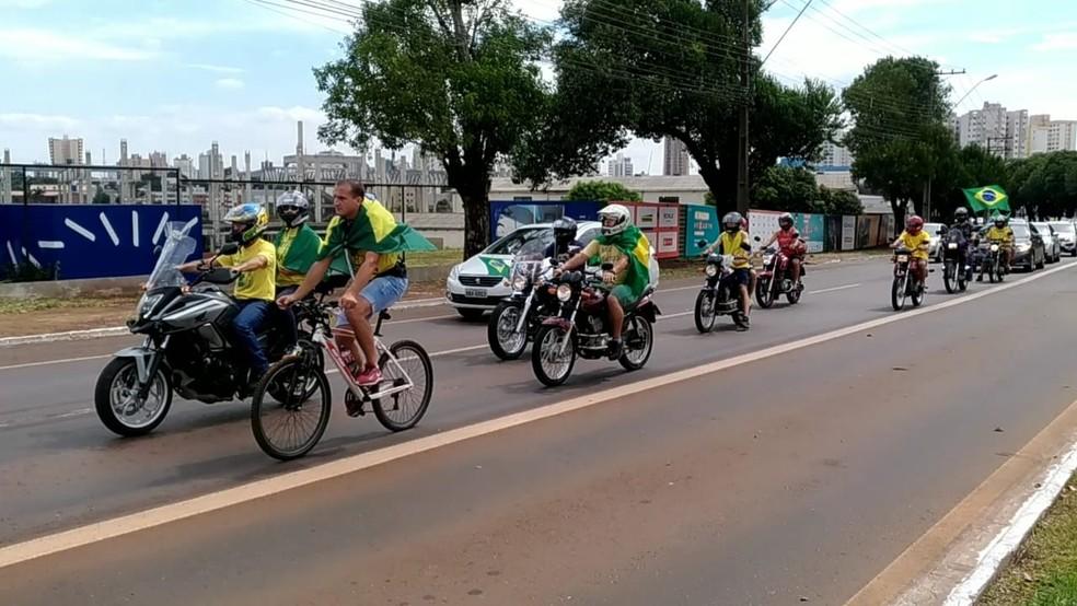 Manifestação a favor do governo em Cascavel, no Paraná — Foto: Mariana Dantas/RPC