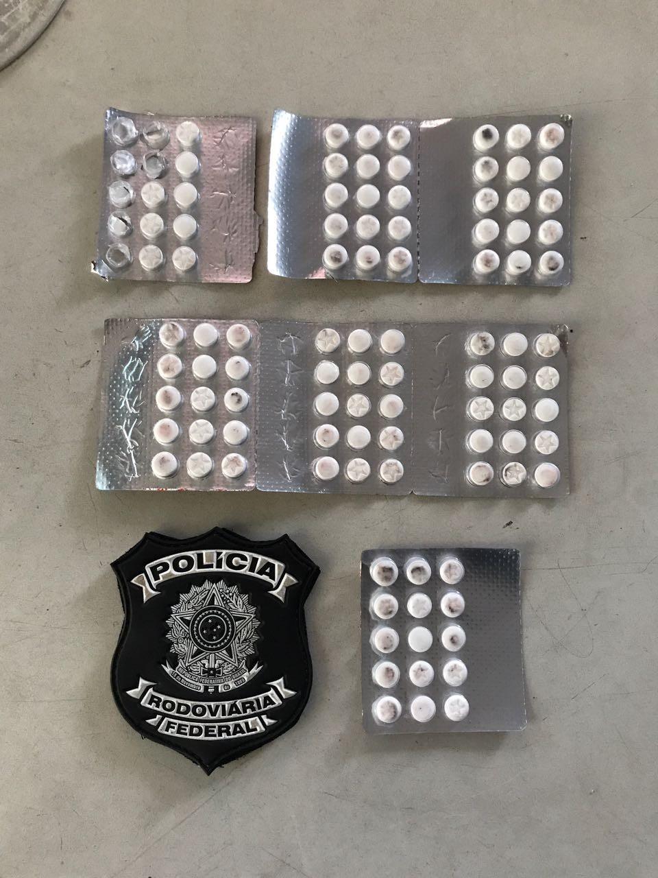 PRF prende dupla e apreende 101 comprimidos de rebite na Grande Natal