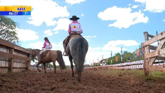 Rodeio feminino no RS atrai participantes de cinco estados e de fora do país