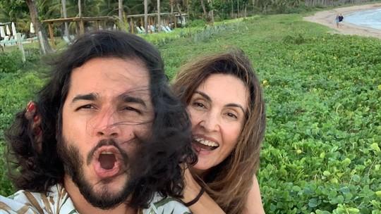 Fátima Bernardes surge em fotos divertidas com namorado durante 'vendaval'