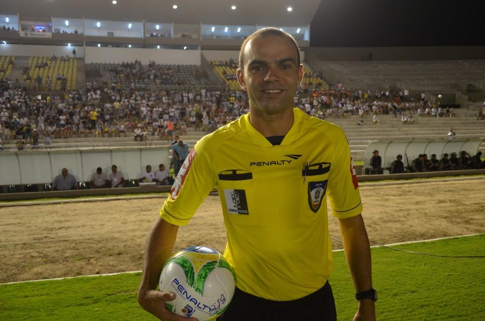 Renan Roberto teria respondido a prova da CBF a pedido de José Renato Soares (Foto: Pedro Alves/GloboEsporte.com)