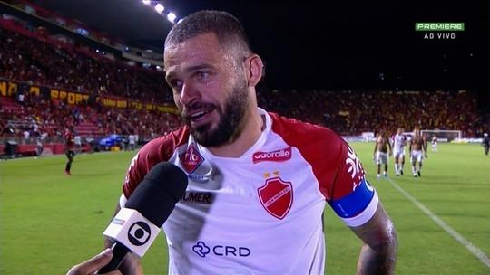 """Edinho exalta empate do Vila Nova e mantém esperanças: """"Nós vamos estar lutando"""""""