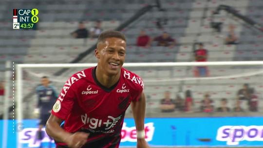 """""""Solução caseira"""", Vitinho salva o Athletico, mas vive imbróglio por renovação de contrato"""