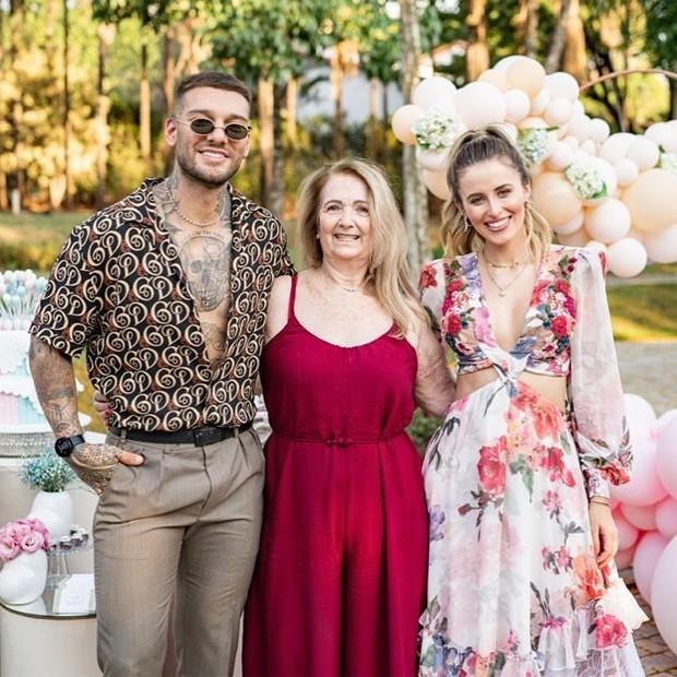 Lucas Lucco, a avó, Julia, e Lorena Carvalho (Foto: Reprodução / Instagram)
