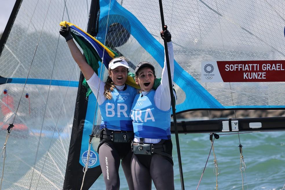 Martine e Kahena comemora o ouro — Foto: REUTERS/Carlos Barria