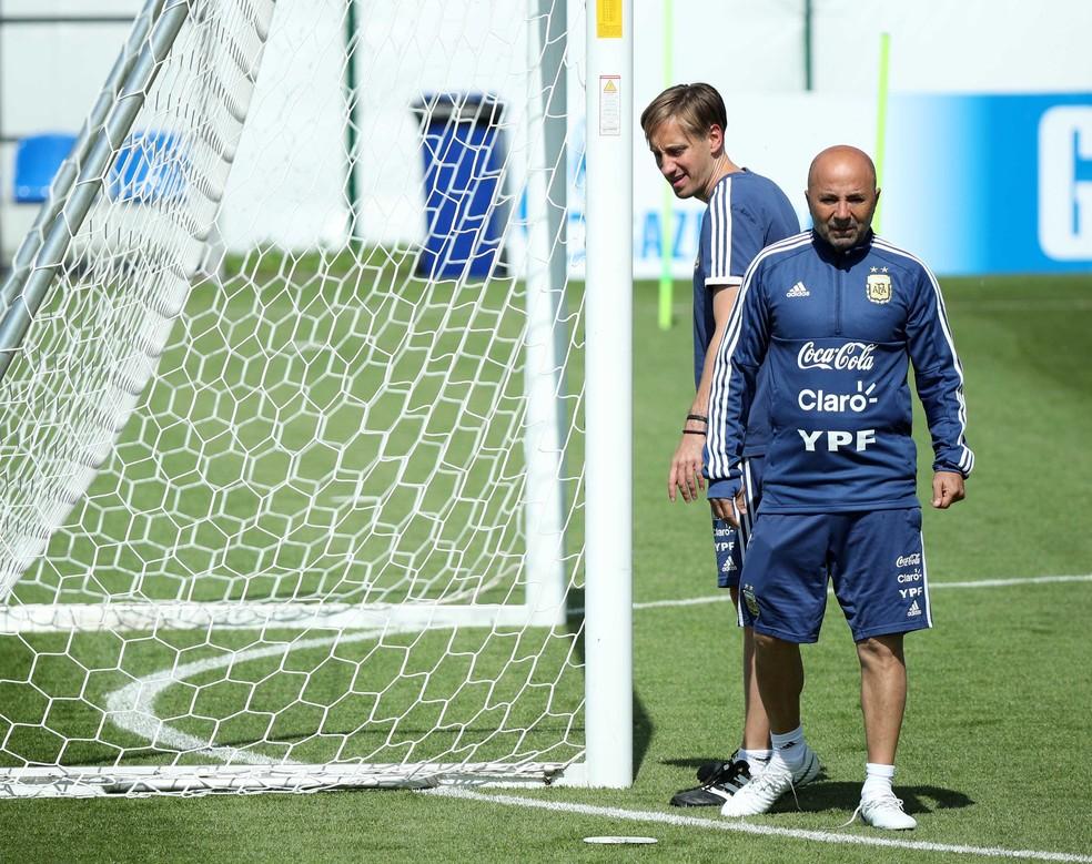 Sampaoli viu pressão aumentar depois de empate com a Islândia (Foto: Reuters)