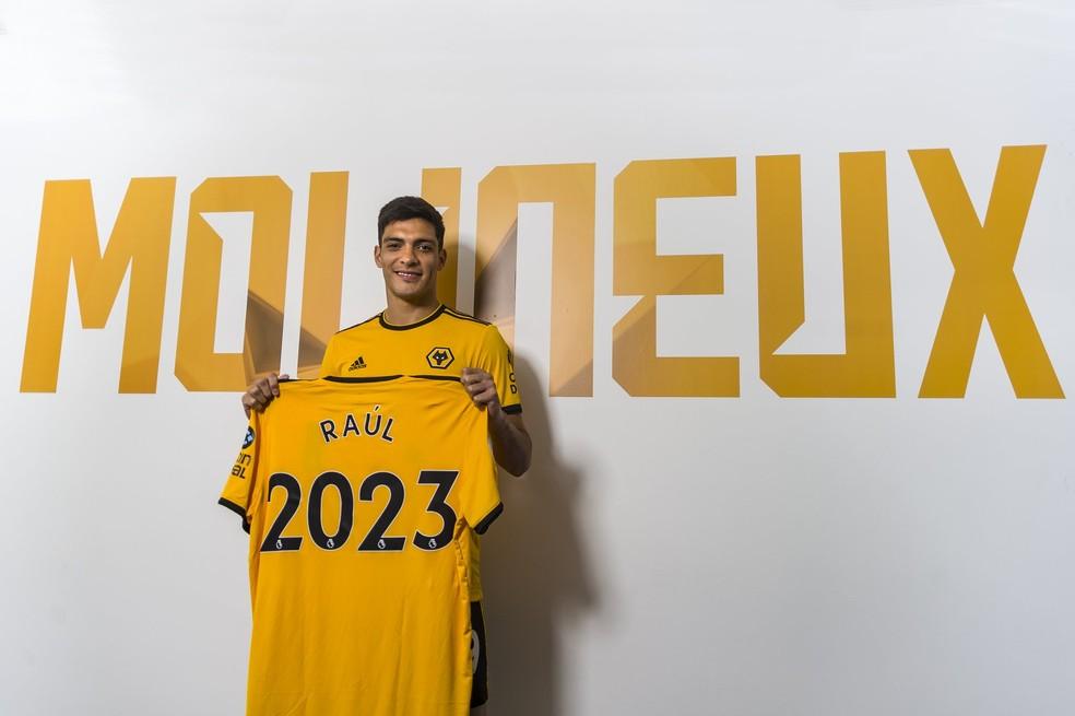 Raul Jimenez tem contrato com o Wolverhampton até 2023 — Foto: Reprodução/Twitter