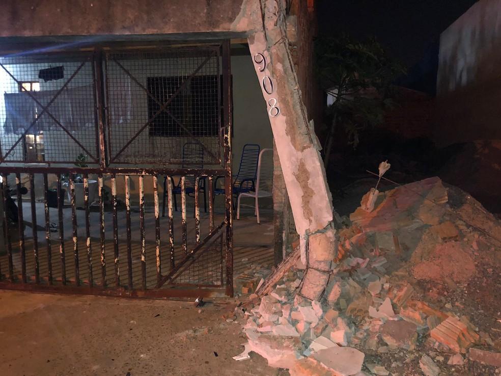 Condutor prensou moradora contra muro de casa em Birigui — Foto: Arquivo pessoal