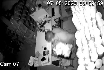 Vídeo mostra pet shop sendo furtado pela 12ª vez na Serra, no ES