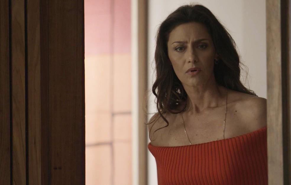 Joyce chega na hora errada   (Foto: TV Globo)