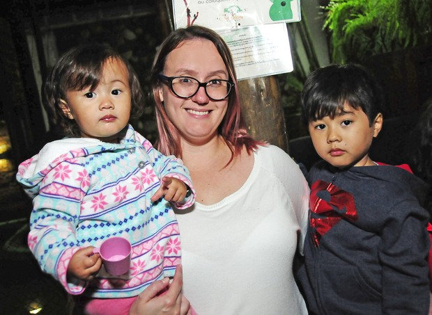 Mãe Cynthia Tukahara e filhos Ivy Tukahara e Ryo Tukaraha (Foto: Sylvia Gosztonyi)