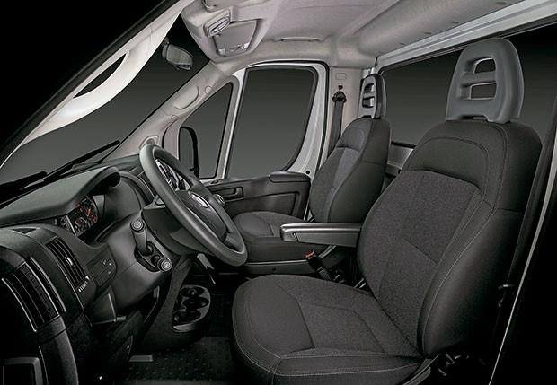 Interior do automóvel foi desenhado para oferecer conforto a quem dirige (Foto: Divulgação)