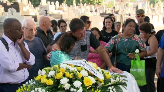 Corpo de jovem encontrada morta na casa do ex-namorado é enterrado no Rio