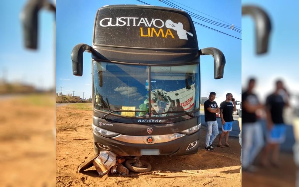 Ônibus com equipe do cantor Gusttavo Lima se envolve em acidente na BR-060, em Anápolis, Goiás — Foto: Arquivo pessoal