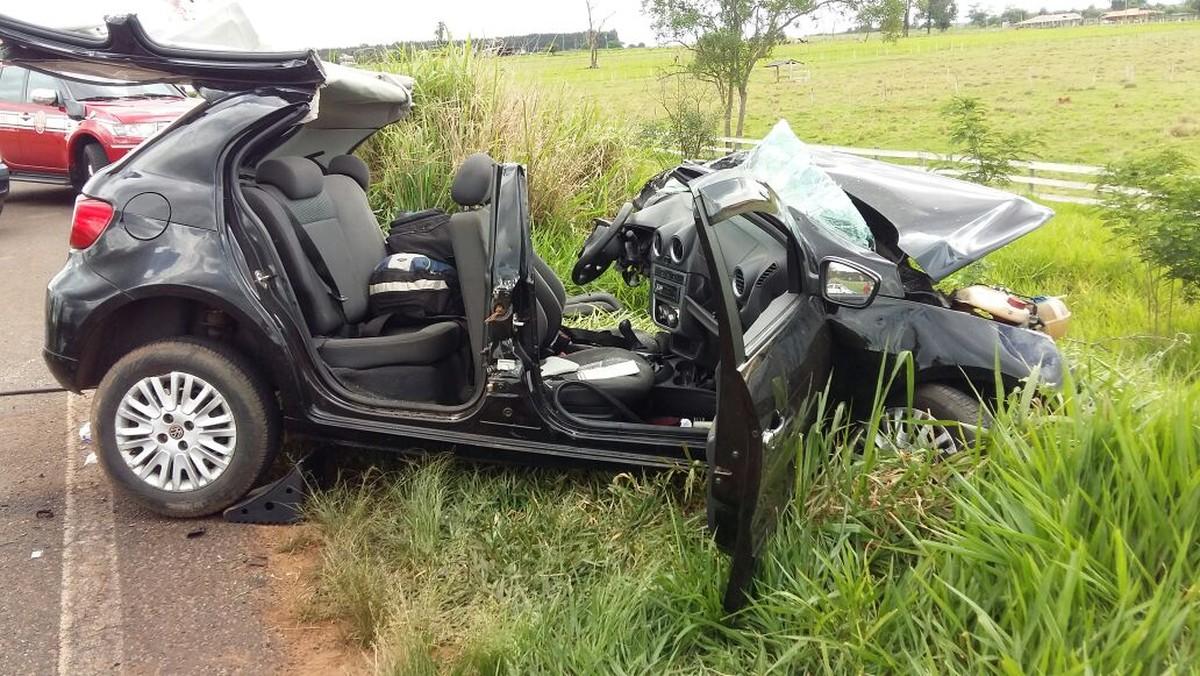 Colisão frontal entre carreta e carro mata motorista na Rodovia Brigadeiro Eduardo Gomes