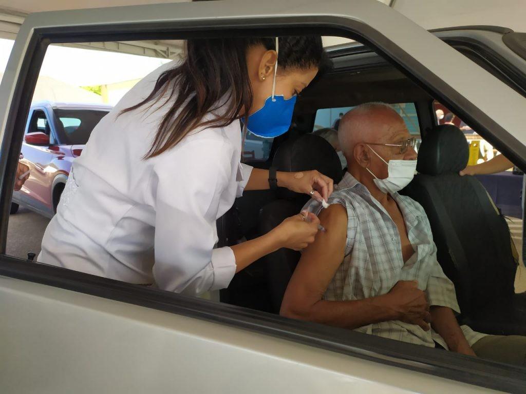 Sorocaba aplica 2ª dose da vacina contra Covid em idosos a partir de 74 anos nesta terça-feira
