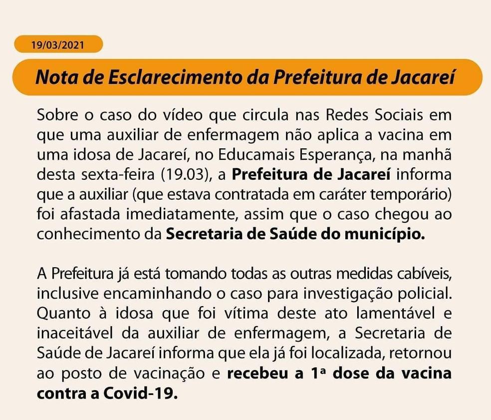 Auxiliar de enfermagem é afastada após simular aplicação de vacina contra Covid-19 em idosa em Jacareí — Foto: Divulgação