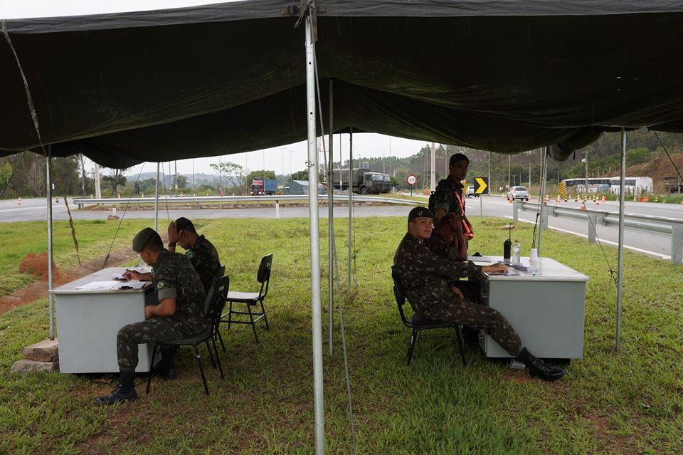 Exército realiza contagem de tráfego na BR-381 em Oliveira