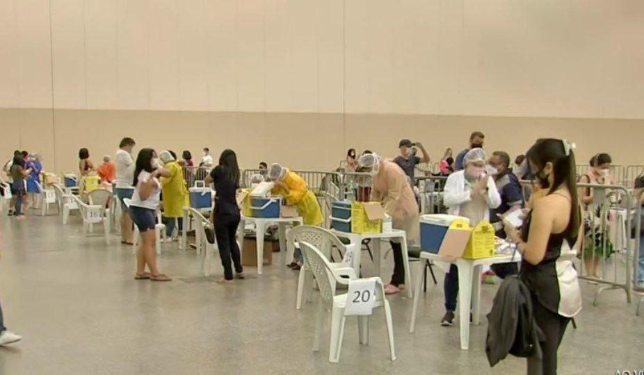 Fortaleza divulga lista de pessoas com 41 anos ou mais para receber a vacina