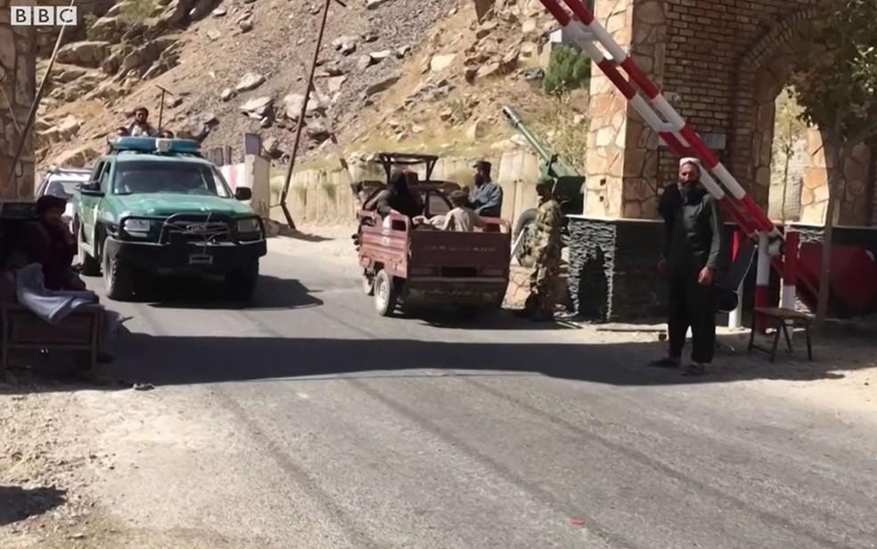 BBC flagra Talibã matando civis no Afeganistão — Foto: Reprodução/BBC