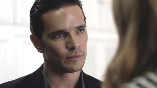 Vitor surpreende Alice e diz que dará separação para ela