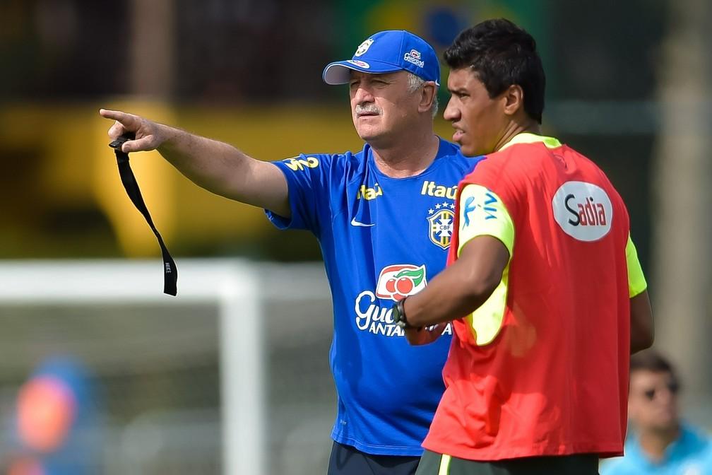 Felipão e Paulinho estiveram juntos na seleção brasileira — Foto: Getty Images
