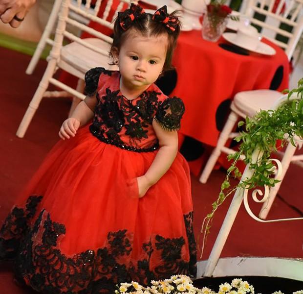 A aniversariante Pietra em seu aniversário de 1 aninho (Foto: Lívia Cardoso)