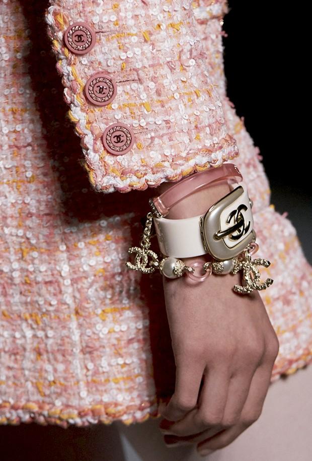 Cashmere - A logomania entre as bijus poderosas da marca (Foto: O.Saillant, Lucile Perron)