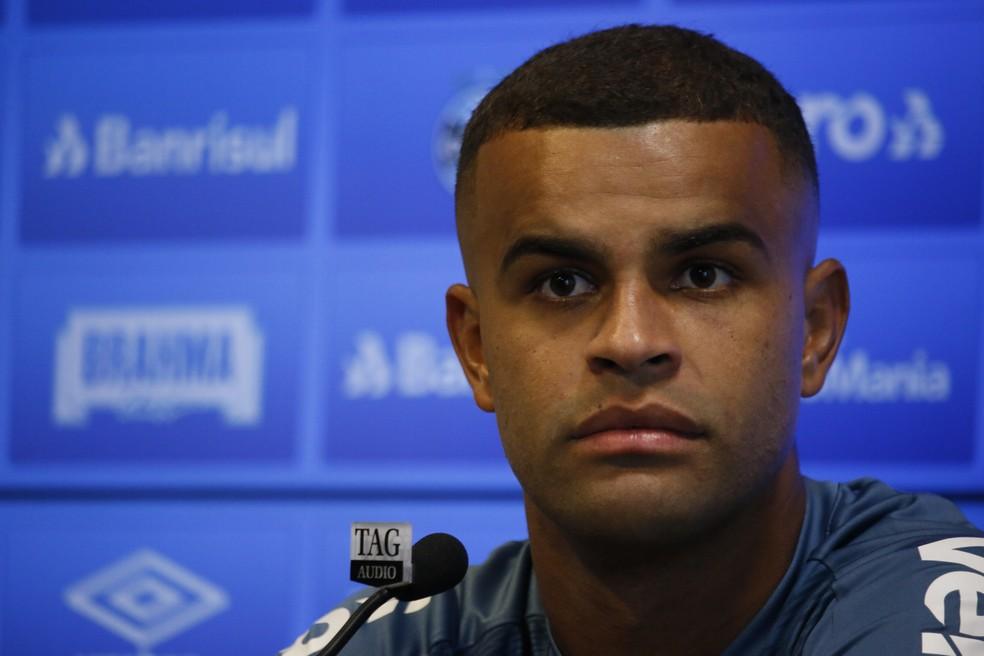 Alisson diz que não há tempo para lamentações no Grêmio — Foto: Lucas Bubols/GloboEsporte.com