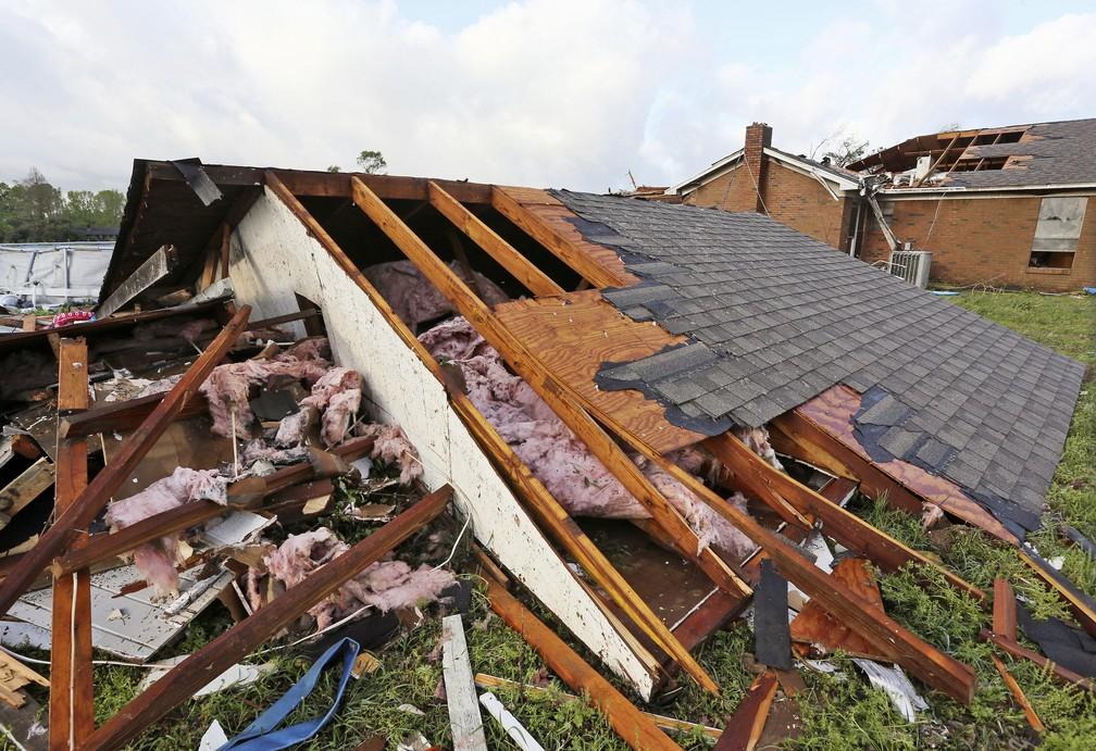 Dano causado pela tempestade neste domingo (14) em Hamilton, Mississippi. — Foto: Jim Lytle/AP