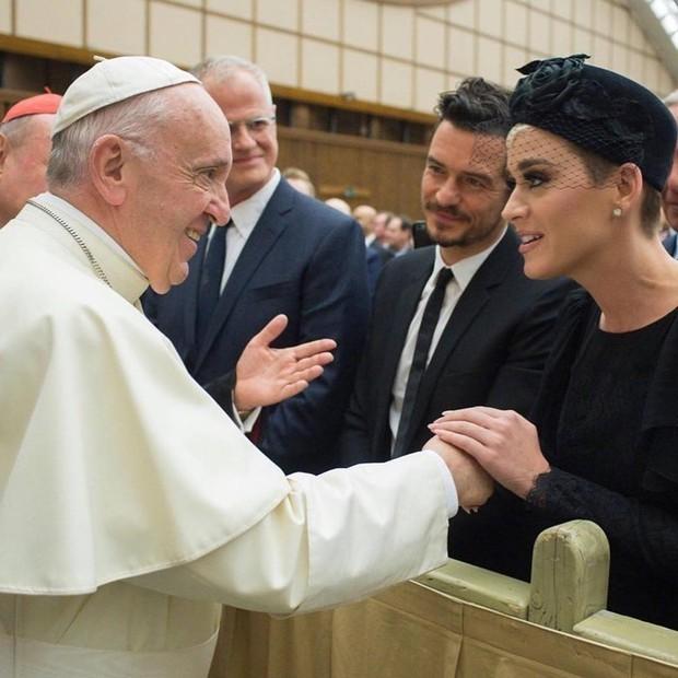 Papa Francisco com Katy Perry e Orlando Bloom na conferência (Foto: reprodução / instagram)