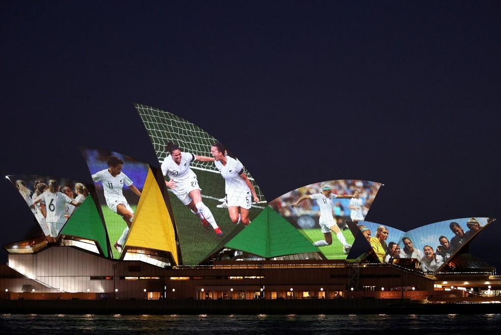 Comemoração da vitória da candidatura As One à Copa de 2023 na opera house — Foto: REUTERS/Loren Elliott