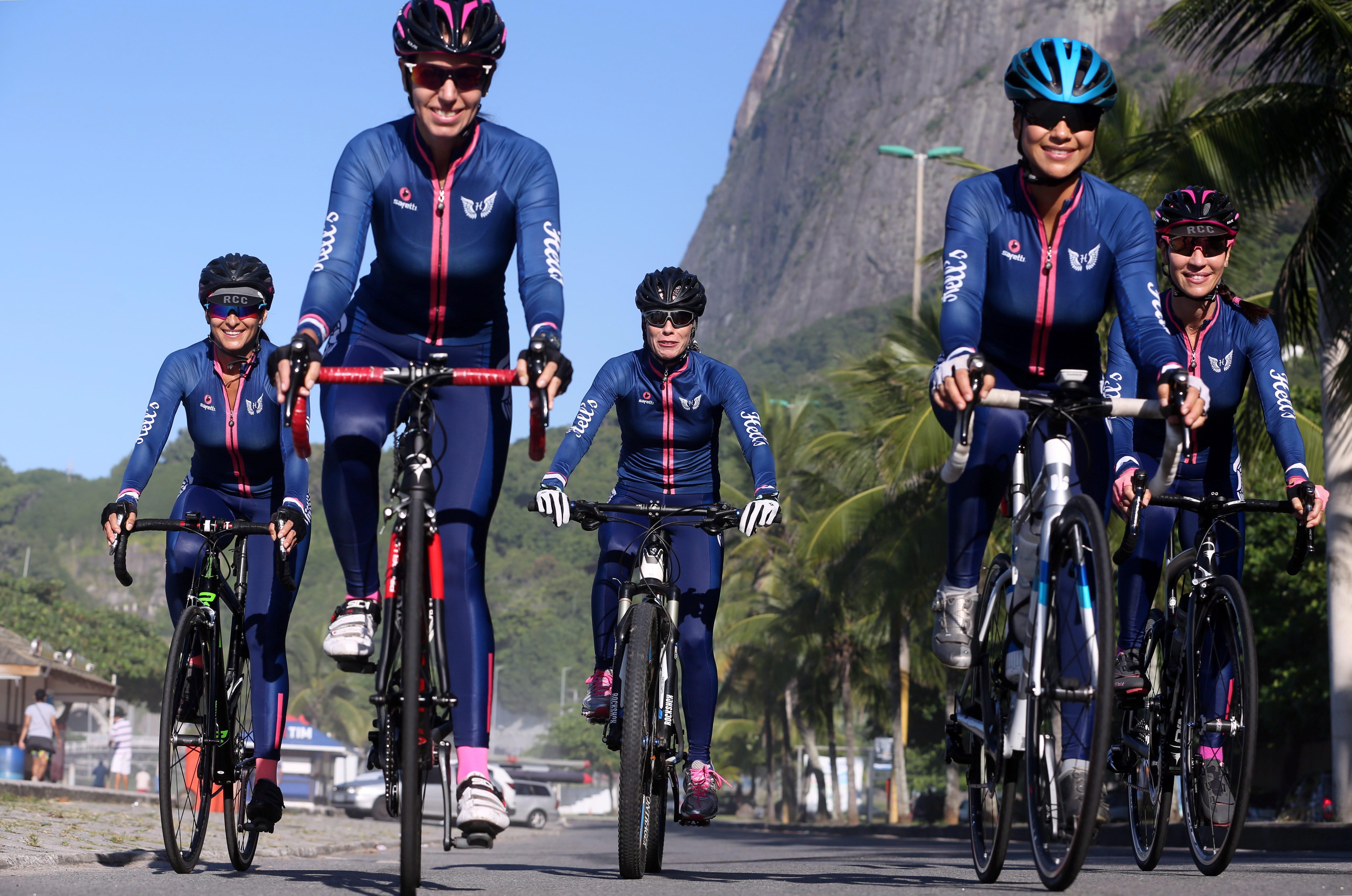 Afinidades. Maju, Elô, Maria Vitória, Patricia e Beth: as Hells se encontram para pedalar, conversar e ler poesias