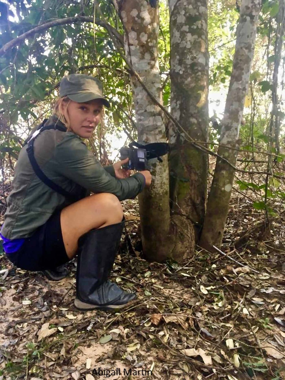Abigail Martin é uma zoóloga americana de 28 anos que desde 2013 mantém um catálogo de onças-pintadas descobertas e 'batizadas' por ecoturistas — Foto: Arquivo pessoal/Abigail Martin/Jaguar ID Project