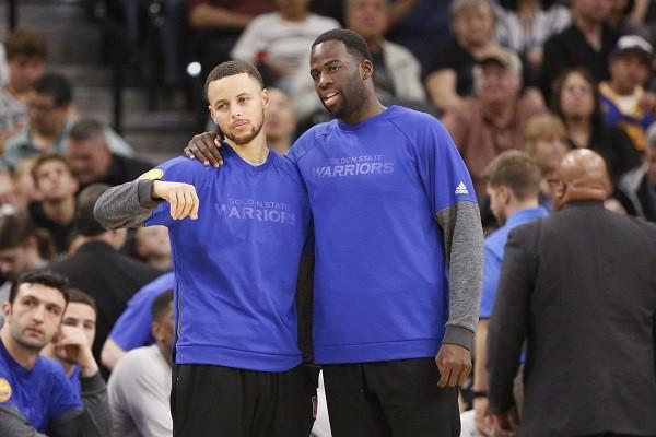 Steph Curry e Draymond Green também nem vestiram o uniforme contra o Spurs