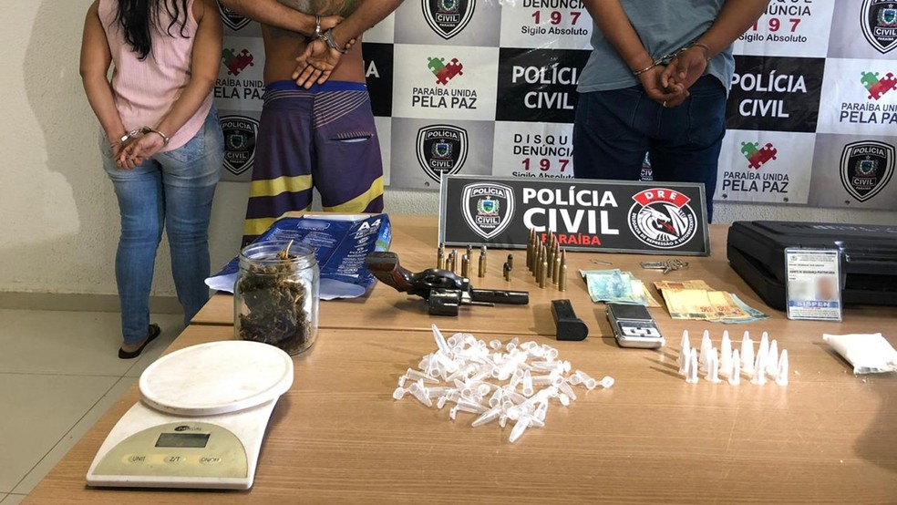 Material apreendido e suspeitos detidos foram encaminhados para a Central de Polícia Civil, em João Pessoa — Foto: Walter Paparazzo/G1